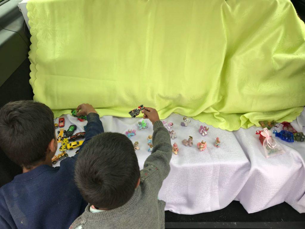 So viel Auswahl waren viele der Kinder gar nicht gewohnt. Die Freude über die Spielzeuge war groß.
