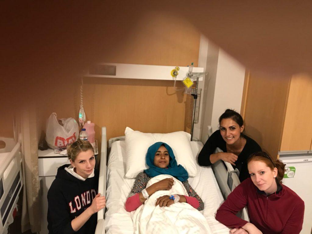 Aya hat die Operation gut überstanden.