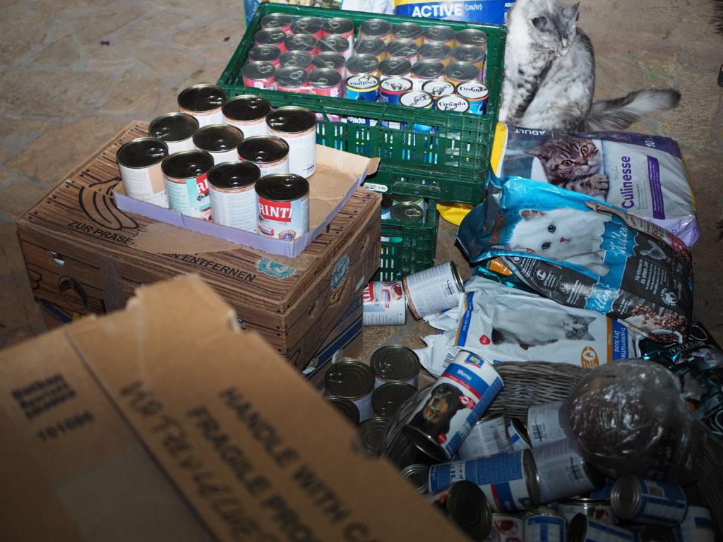 Auch wir hatten benötigte Hilfsgüter im Gepäck.